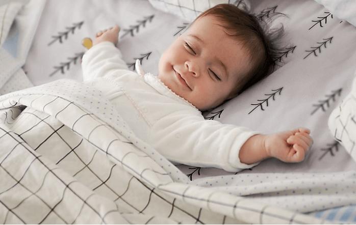 Le sexe assigné à la naissance est déterminé par la ou le médecin sur la base de l'observation des organes génitaux du bébé.