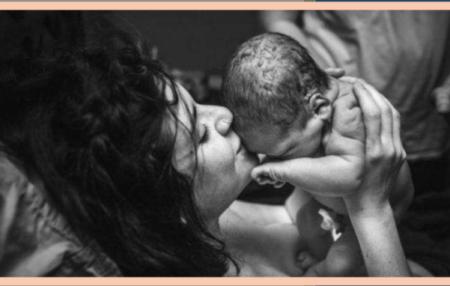 Le premier regard ou proto-regard est un moment intime et unique, premier instant de rencontre et de partage intense entre des parents et leur enfant